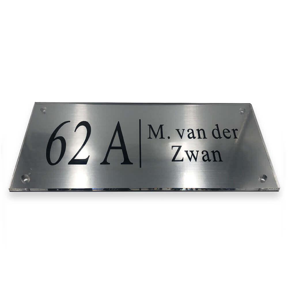 M van der Zwan naambordje