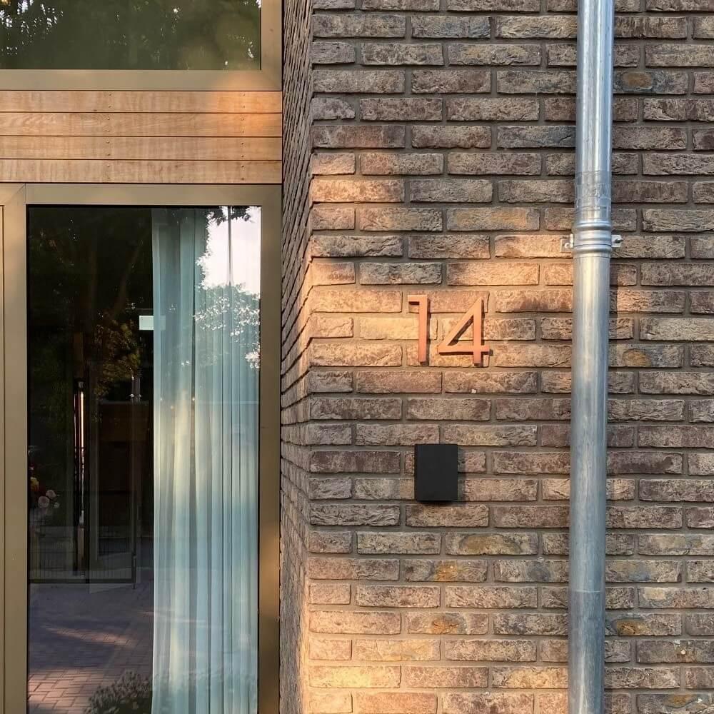 huisnummer-van-koper-15-cm-hoog-klassiek (1)