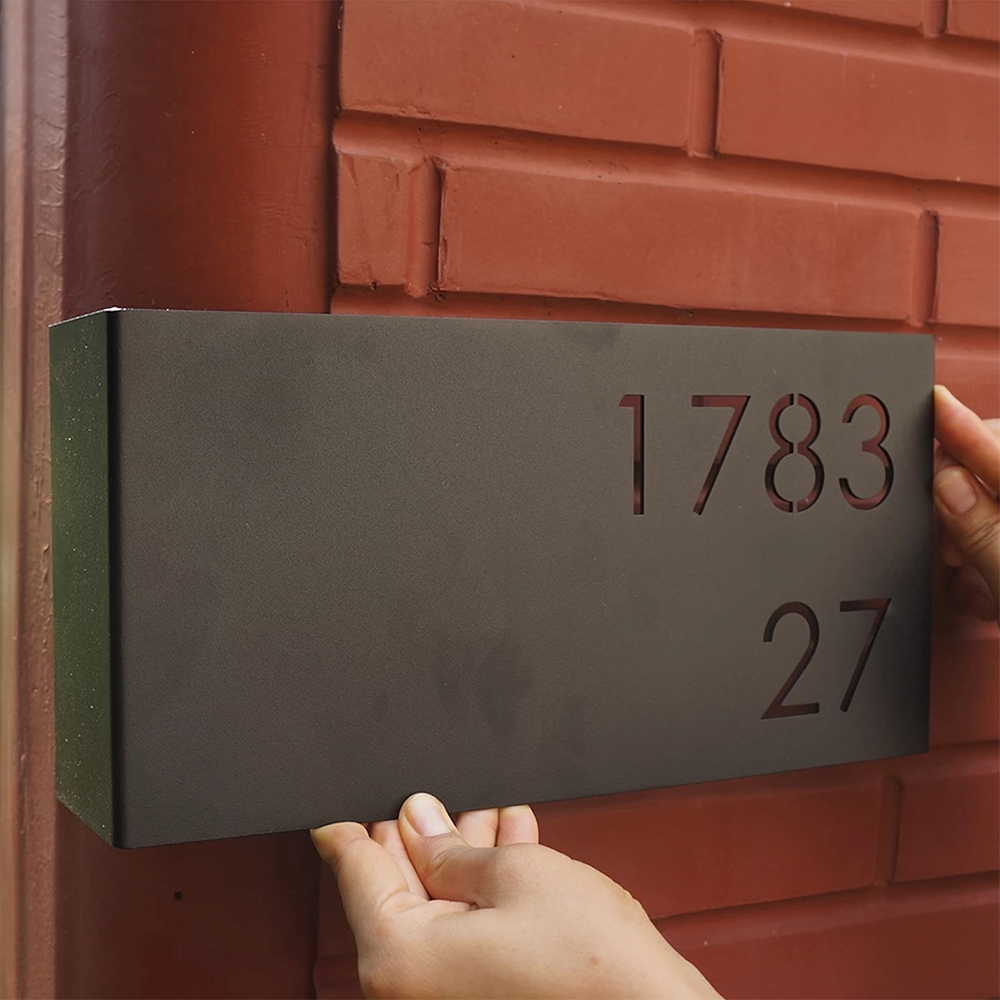 zwart-rvs-huisnummerbord-met-gebogen-hoek