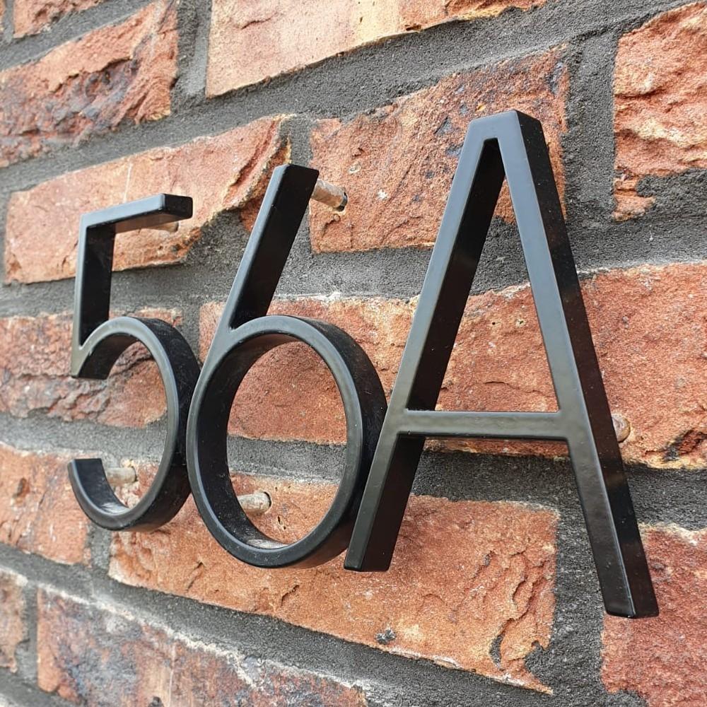 Huisnummer-zwart-met-letter-a-modern-yessential-56