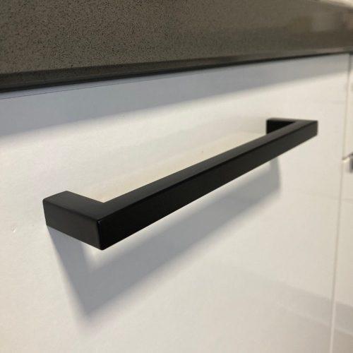 Keukengreep-zwart-modern-vierkant-160mm