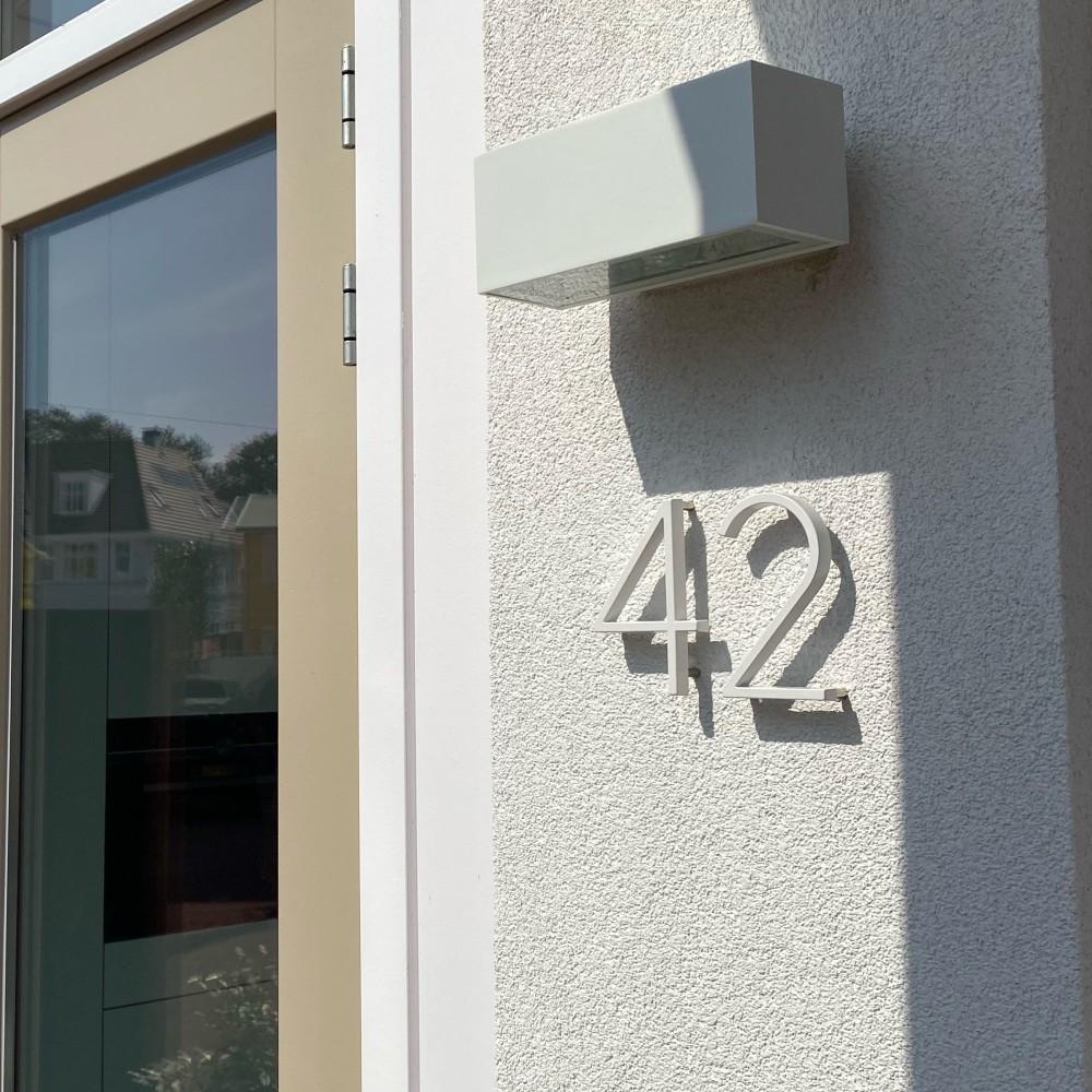 Huisnummer-wit-zwevend-42