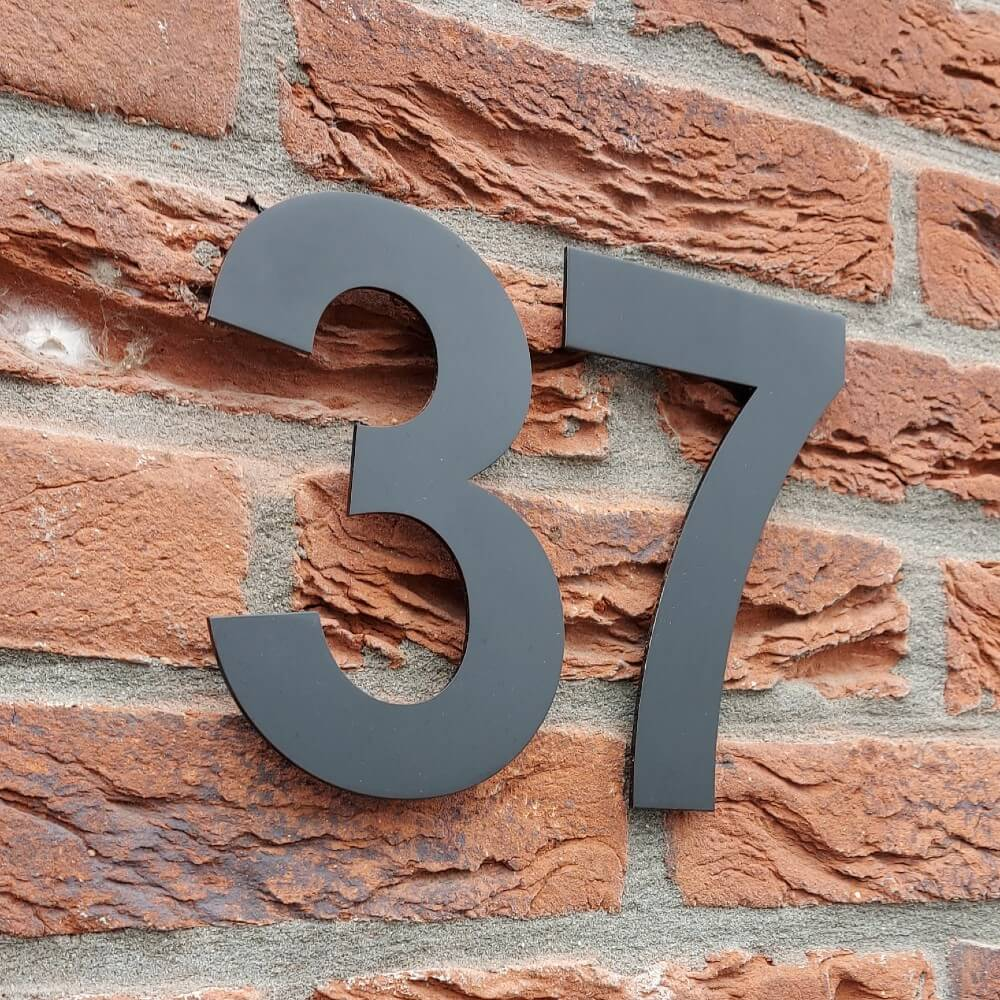 Huisnummers-in-het-zwart-uit-roestvrijstaal-37