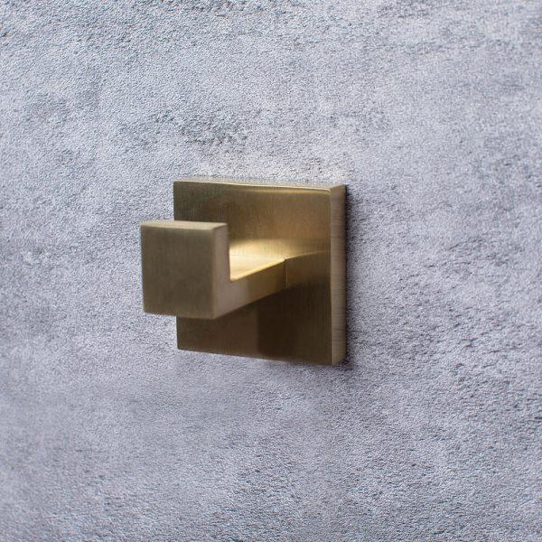 gouden haak vierkant badkamer