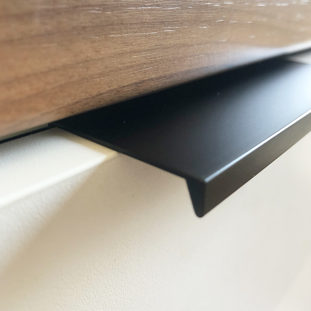 handgreep vlak plat zwart rechte afronding detailfoto